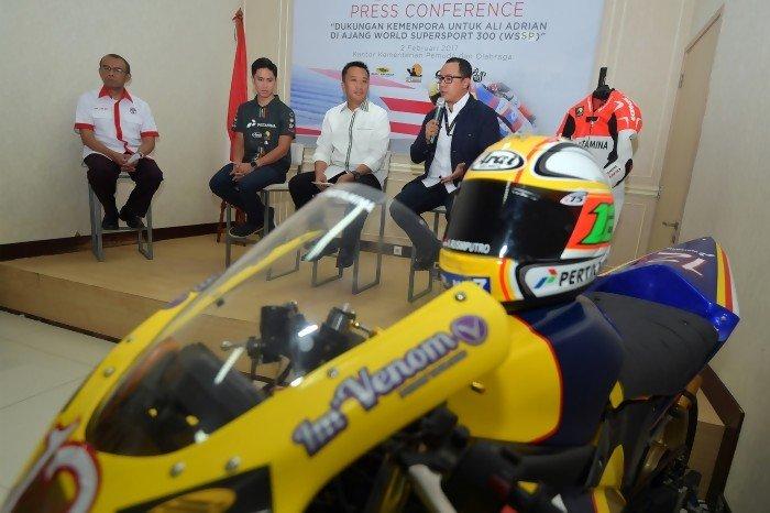 Menpora lepas pembalap Ali Adrian bertanding di World Supersport 300