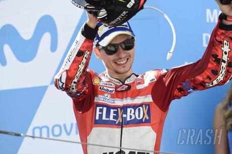 Lorenzo Janjikan Kemenangan Pertama Bersama Ducati