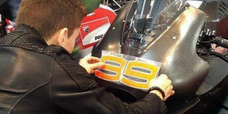 """Jorge Lorenzo Resmi Tempel Nomor """"99"""" di Ducati!"""